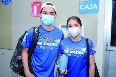 Jorge y Lucía. Inicia el torneo Sonrisa Azul en las instalaciones del Pádel One Club.
