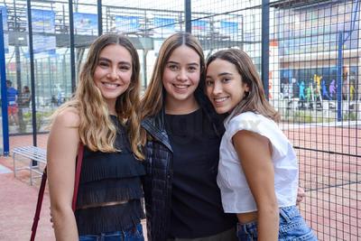 Anacris González, Natalia Martínez y Anacris Castro. Inicia el torneo Sonrisa Azul en las instalaciones del Pádel One Club.