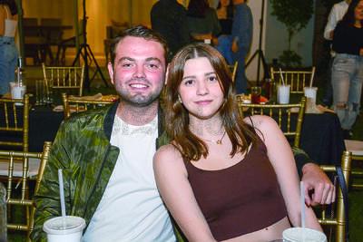 Diego y Andrea. Isabel Fernández festejó junto entre música y risas con familiares y amigos su cumpleaños.