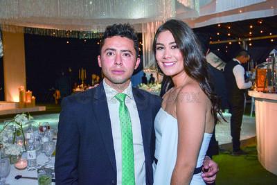 Víctor Gutiérrez y Claudia Lizárraga. Boda de Karime Silveira y Gustavo Herrera.