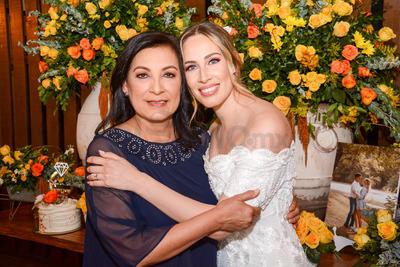 Ana María y Maribel Gallardo. Despedida de soltera Ana María Ortiz.