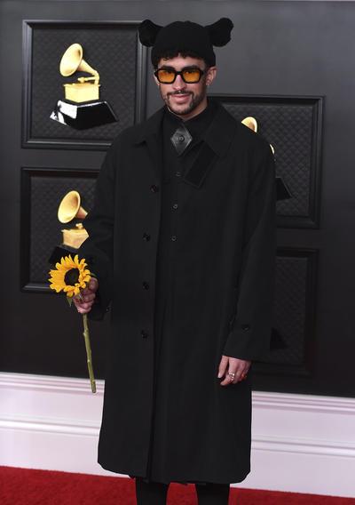 Así brillan las estrellas de la música en la alfombra roja de los Grammy 2021