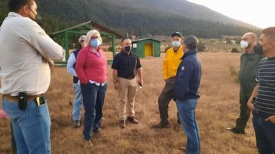 Según la Comisión Nacional Forestal (Conafor) de México, 109 personas están combatiendo el incendio sumando el personal de todas las instituciones.