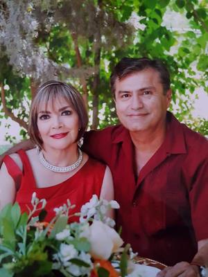 21032021 Celebrando sus bodas de coral José Antonio Cuellar y Angélica María González junto a familiares y amigos.