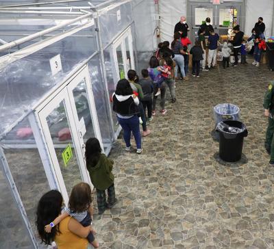 Así son los centros para niños inmigrantes en EUA bajo administración de Joe Biden
