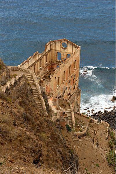 1. Elevador de aguas en Gordejuela En Tenerife, España, hay un edificio de 1903. Un antiguo complejo industrial que fue de los primeros alojamientos para trabajadores.