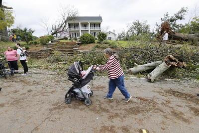 El jefe de policía del condado de Calhoun, Matthew Wade, señaló que el tornado atravesó el condado en forma diagonal, afectando principalmente las zonas rurales, lo que tal vez evitó que la cifra de muertos fuera más alta.
