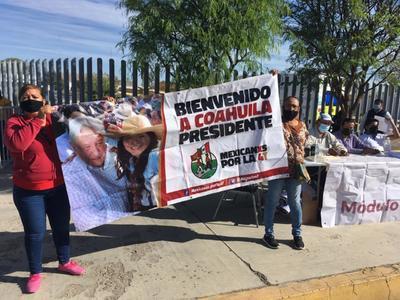 Los manifestantes portaban pancartas y gritaban consignas, mismas que fueron respondidas por sus antagonistas.