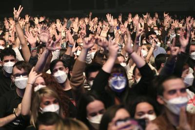 Love of Lesbian celebra el primer concierto masivo y sin sana distancia en Barcelona