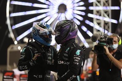 En su regreso a la F1, el español Fernando Alonso tuvo complicaciones con su Alpine y abandonó a la carrera; el veterano acompañó al ruso debutante Nikita Mazepin (Haas), quien no duró ni cuatro curvas sobre el Circuito de Sakhir.