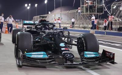 La primera carrera del calendario dejó sensaciones de lo que se verá: un duelo directo entre Lewis Hamilton y Max Verstappen por el campeonato, una dura competencia entre Ferrari y McLaren y a un Checo Pérez con un bólido que le dará oportunidades de triunfar.