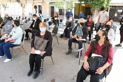 Inicia vacunación antiCOVID en único módulo de la zona urbana de Gómez Palacio