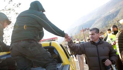 El gobernador de Coahuila, Miguel Ángel Riquelme Solís, enfatizó que no se escatimarán recursos hasta saldar al 100 por ciento el incendio activo en la Sierra de Arteaga, al tiempo que mencionó que se está en coordinación con Nuevo León para poder llegar al mismo tiempo a esta meta.