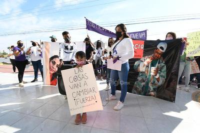 Ariadne Lamont Martínez, directora de Incidencia y Acompañamiento a Víctimas en INCIDE Femme A.C. señaló que hay una hipótesis de que falta asignar recursos para atender los casos de feminicidio dado que en la Fiscalía hay una Unidad de Investigación y Litigación del Feminicidio que es lo que mejor funciona de este edificio.