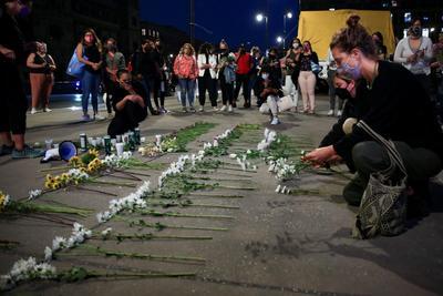 Realizan vigilia por feminicidios en el Zócalo