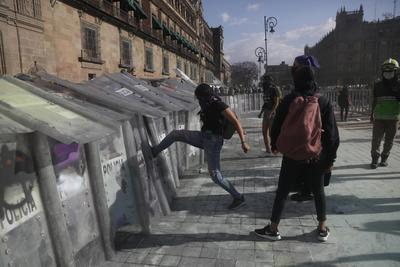 Feministas marchan en México en protesta por el feminicidio de Victoria Salazar