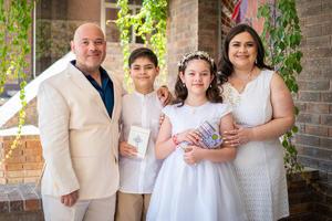 04042021 Primera comunión de Ana Isabel y Leonardo Morán Villarreal, acompañados de sus padres, Marco Antonio Morán Pérez y Ana Lucia Villarreal Torres.