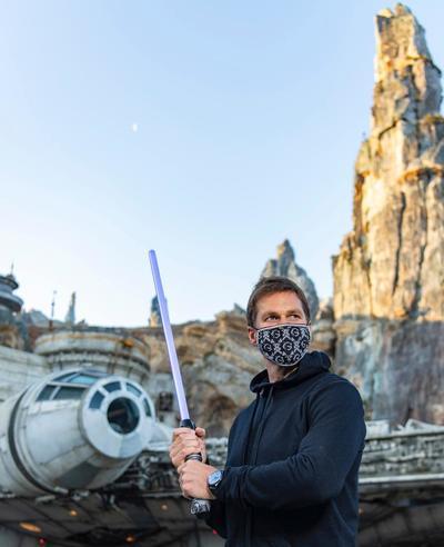 Tom Brady se une a la fuerza y rechaza a Kylo Ren de Star Wars