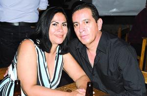 09042021 Alejandro Guerrero y Gabriela Zamarrón.