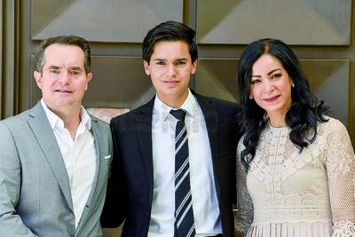 Jorge Torres con su padre, Jorge, y su madre, Ana Lucía.