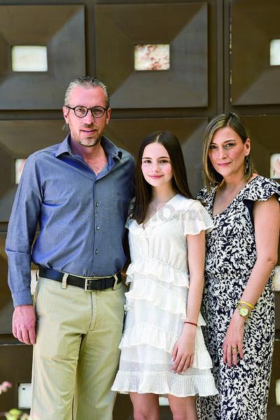 Sofía Kientzle con sus padres, Ricardo Kientzle y Ana Karla Tumoine.