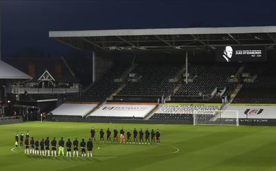 Equipos de futbol inglés lamentan el fallecimiento del príncipe Felipe