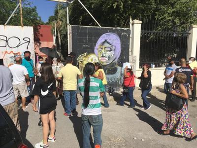 Caos en último día de vacunación antiCOVID para adultos mayores de Torreón