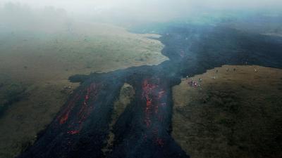 Acecha lava del volcán Pacaya de Guatemala a comunidades