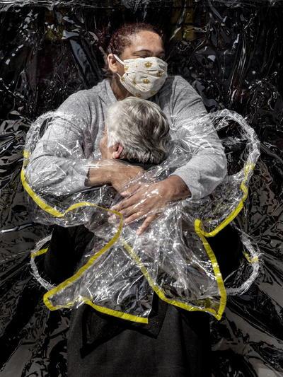 Imagen de Mads Nissen, ganadora de la categoría Noticias generales - Primer premio individual en el World Press Photo 2021.