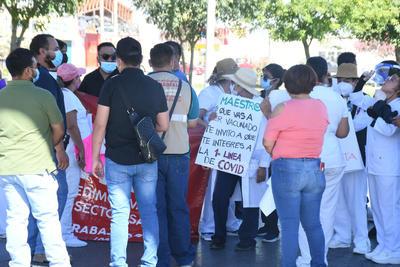 'Queremos la vacuna', 'queremos respuesta', son algunas de las consignas de los manifestantes.