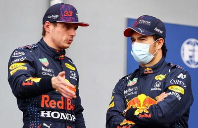 Sergio Pérez supera a Max Verstappen