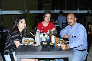 17042021 Andrea, Gaby y Víctor.