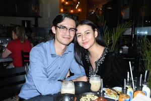 17042021 Emanuel Rodríguez y Becky Luna.