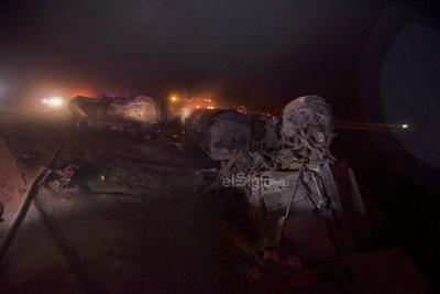 Explota pipa con combustible en la autopista Saltillo-Torreón