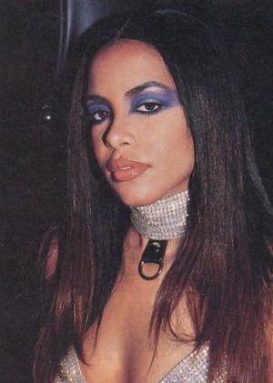 19042021 ICóNICO.   El look de Aaliyah reinará durante el verano del año 2021.