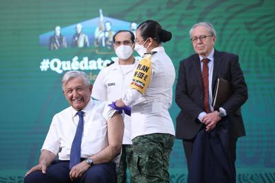AMLO recibe vacuna contra COVID-19 en su 'mañanera'