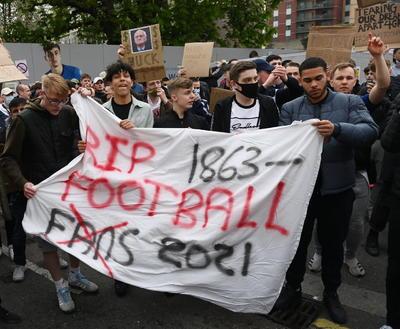 Aficionados protestan en Londres contra la Superliga