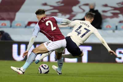 Manchester City resiste ante Aston Villa, un paso más hacia el título de la Premier