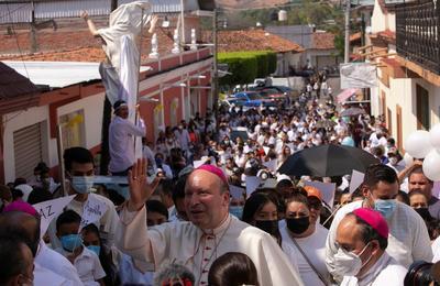 Representante del Papa llama desde Aguililla 'a la conversión' a delincuentes