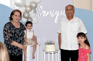 24042021 Los abuelos Magdalena Valdivia Vallejo, Juan Antonio Talamantes Ramírez y Regina