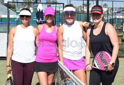 PÁDEL. Jimena, Gloria, Hilda y Ale disfrutaron del Torneo Sonrisa Azul.