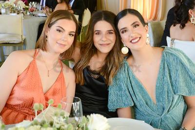 María Barbara, Geovana y Pamela.