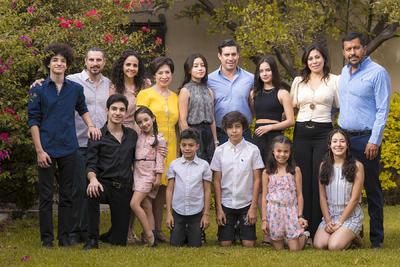 Cumpleaños de Marthita Fahur Ávalos, en compañía de la familia Fahur.