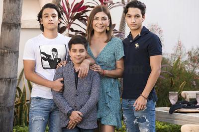 Karla Ávalos con sus hijos Alke,Nico y Diego.