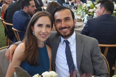 María y Luis.