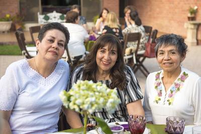 Monica, Rosy y Elena.