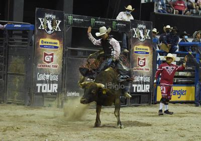 'Cuernos Chuecos' regresa con público a Torreón