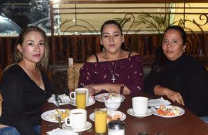 26042021 Victoria González, María Chavarría y Mary Vela.