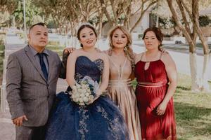 25042021 Abigail Silos de Santiago, papás Marcela de Santiago y Rodolfo Silos y su hermana Marcela por sus XV años el 20 de marzo del 2021.
