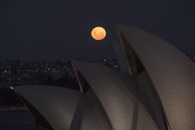 Así se vio la Superluna Rosa en el mundo